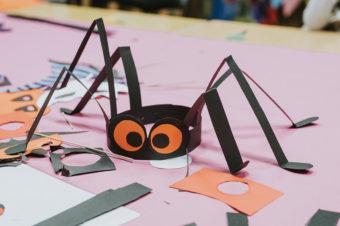 Warsztaty plastyczne na Halloween dla dzieci! Robimy wielkiego pająka, papierową dynię i straszne maski :)